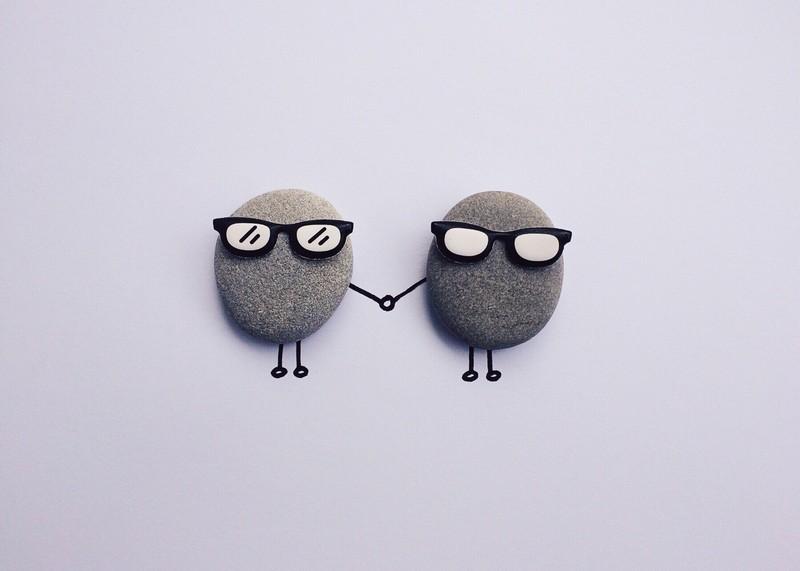 Tactvol reageren - stenen handjes